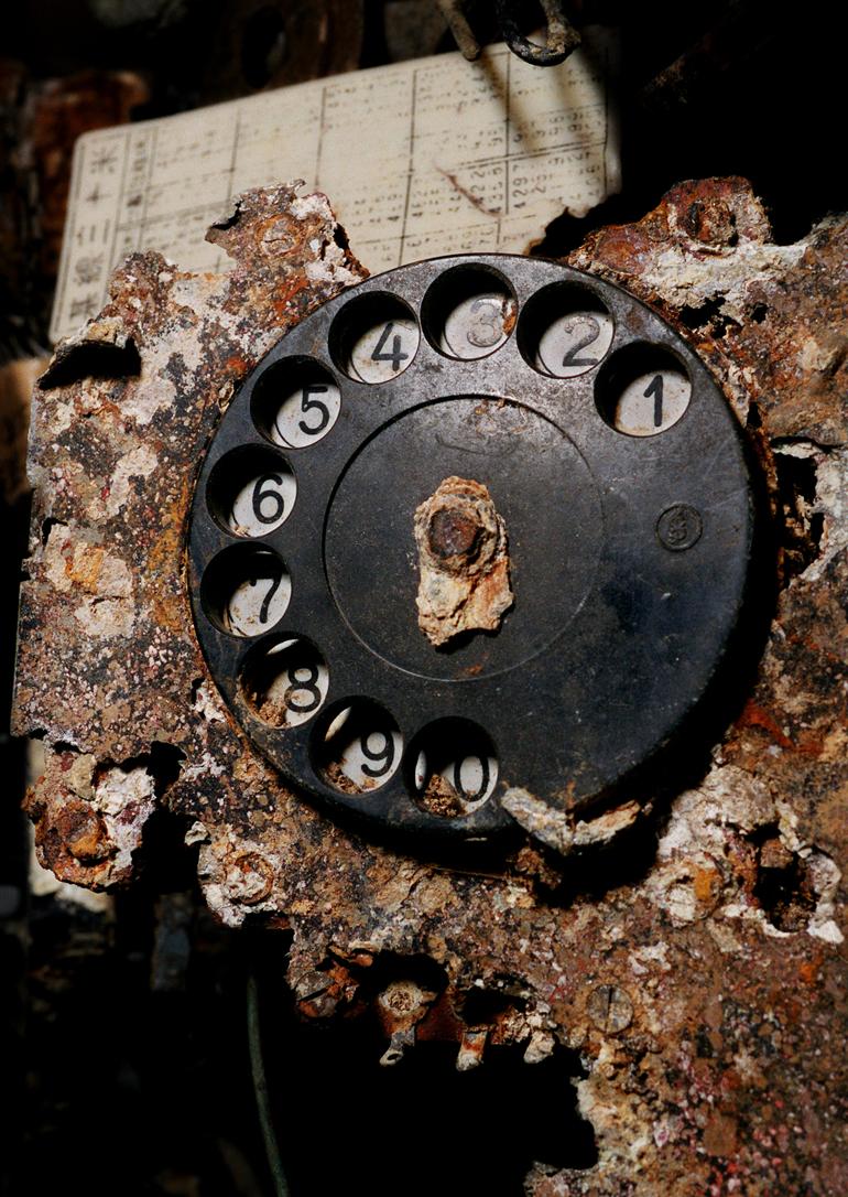 旧日本軍の壕から発掘された通信機器。遺骨収集で戦没者とどう向き合えるか‥、那覇市の国吉勇・戦争資料館で