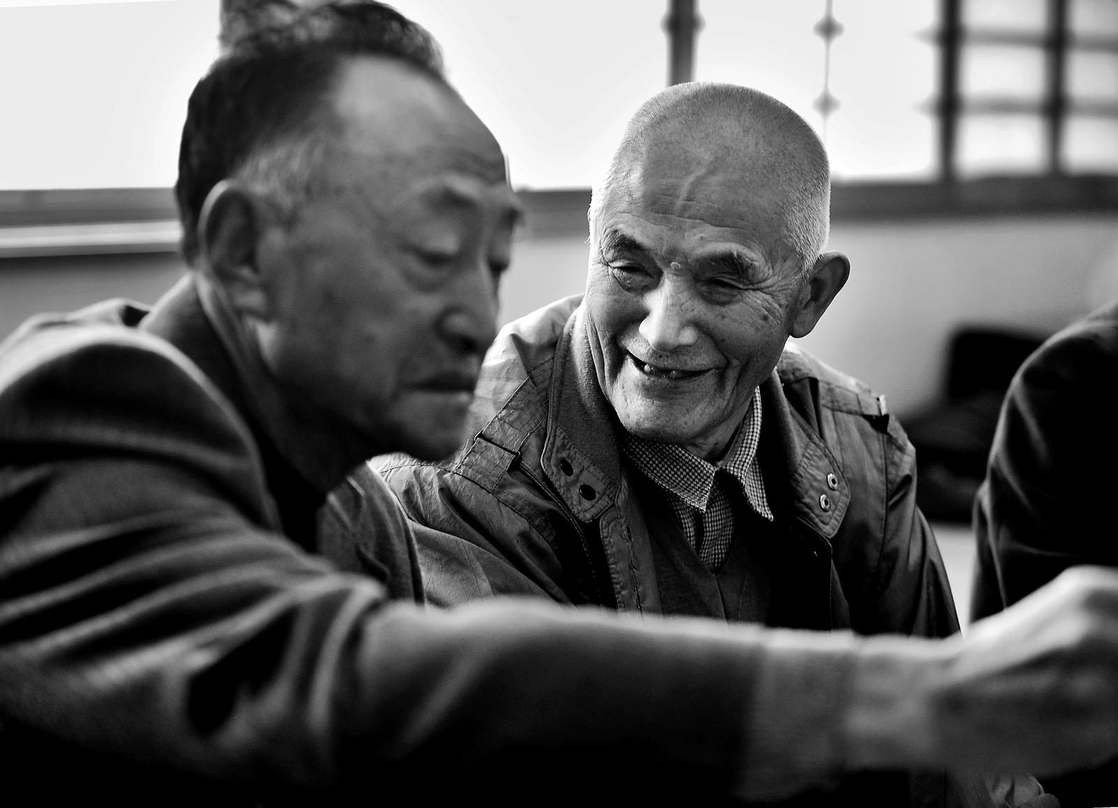 笑顔の長老。齢90歳を越えるが、元気に畑仕事や薪割りに精を出すスーパーお祖父ちゃん。博学で、とても親切な好々爺