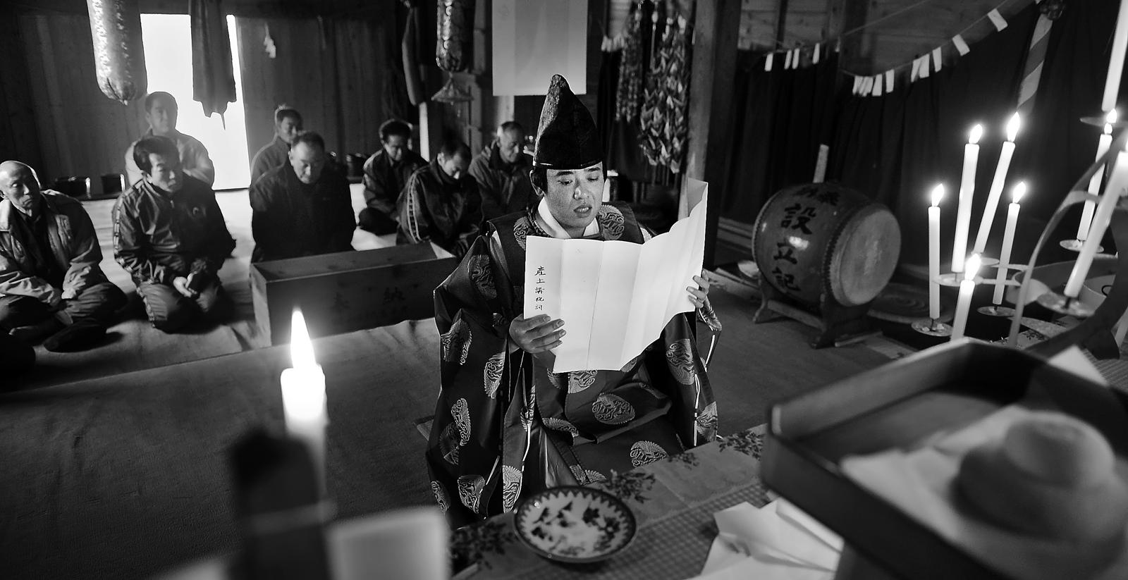 産土講の祝詞を唱える神主さん