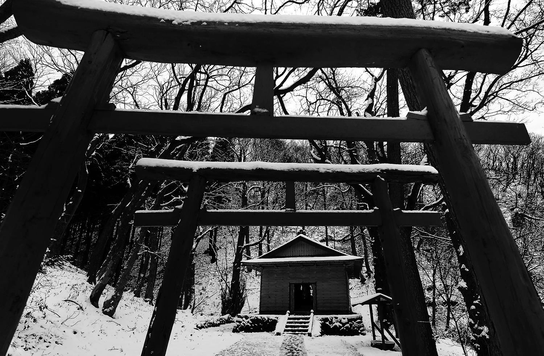 この地区の稲荷神社、深浦町で