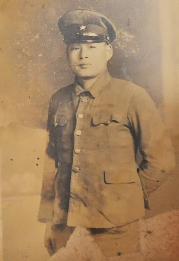 茨城県の実家に残っていた池田豊次さんの写真。1944年撮影と裏書きされていた
