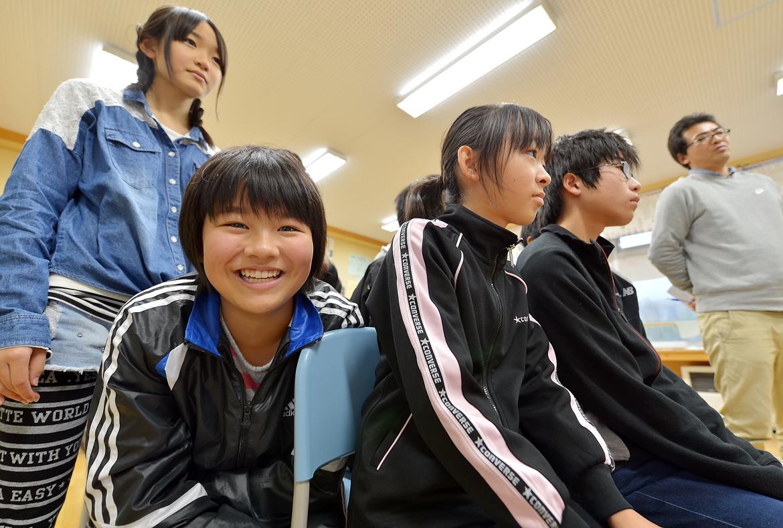 「何よ、浜田さん。そんなアップで撮らないで(笑)」。緊張しながらも、満面の可愛い笑顔