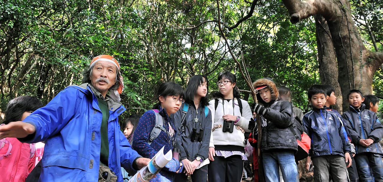 とても判りやすい手塚さんの説明。屋久島の生き字引に見える