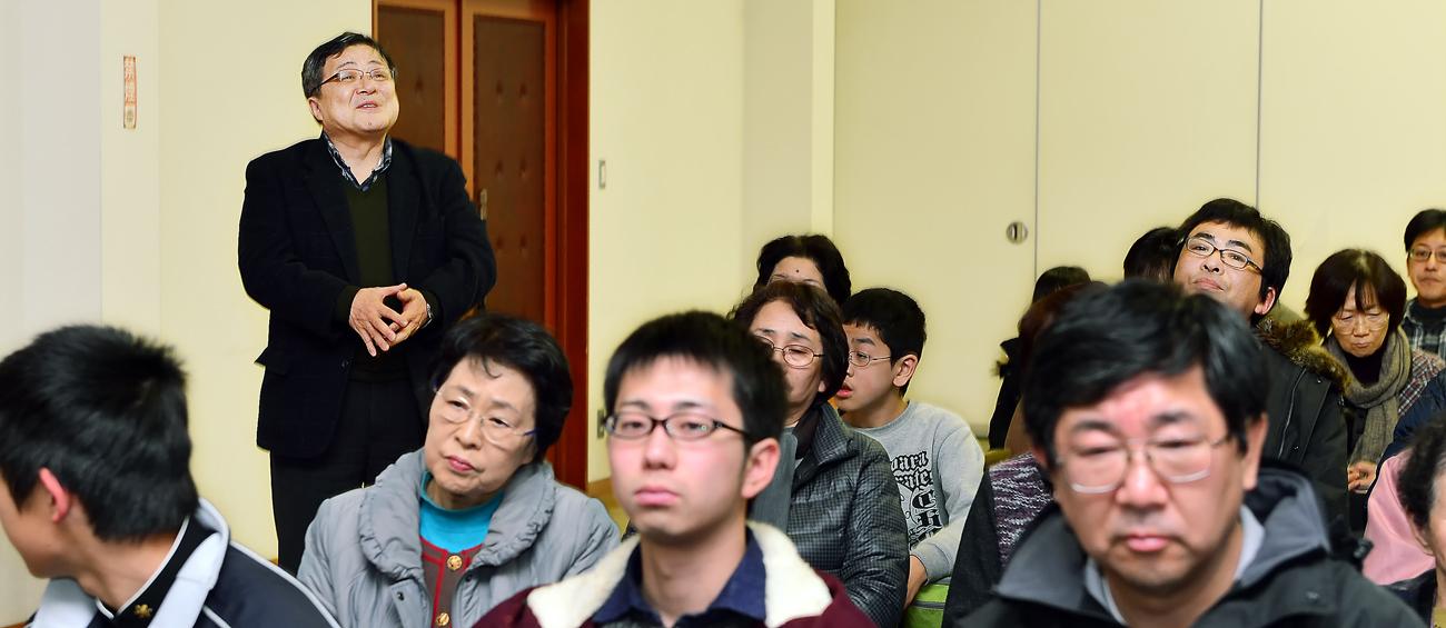 子どもたちを激励して下さる深浦町の坂本寛・教育長