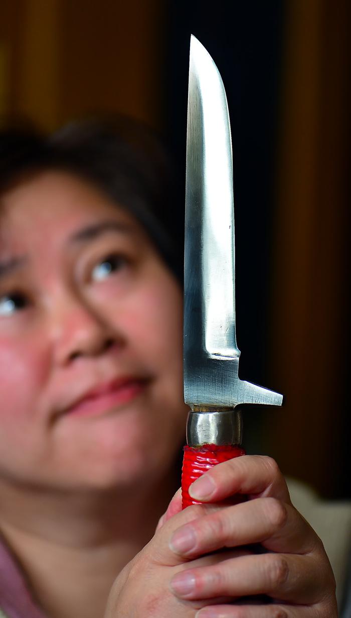 夫の鉈。身を守るために、山に行くときは必ず持ち歩いている。切っ先は鋭いが、粘り強い刀身が特徴