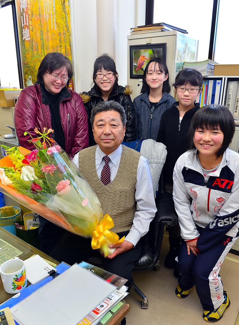 3月31日付で深浦町役場を定年退職された七戸暁課長(手前中央)