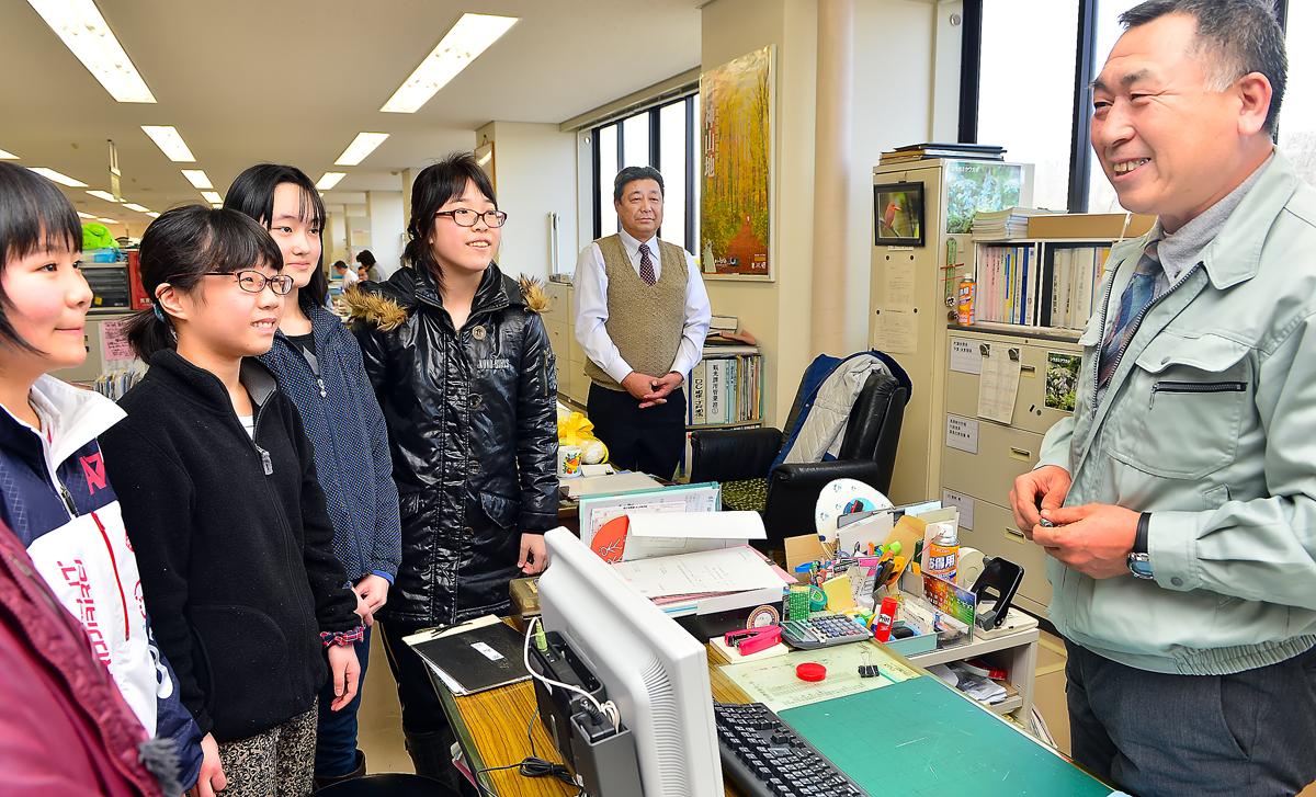 一緒に屋久島へ行った岩谷課長補佐も異動することに。税務課の課長に栄転された