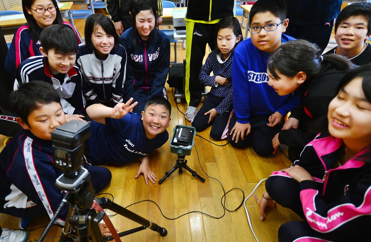 ロボットカメラの原理を学ぶ。明るくて、可愛いしぐさに、心奪われそう…
