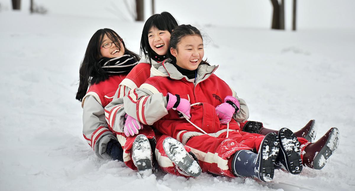 女子も3人乗りよ。で、後ろ向きでチャレンジ