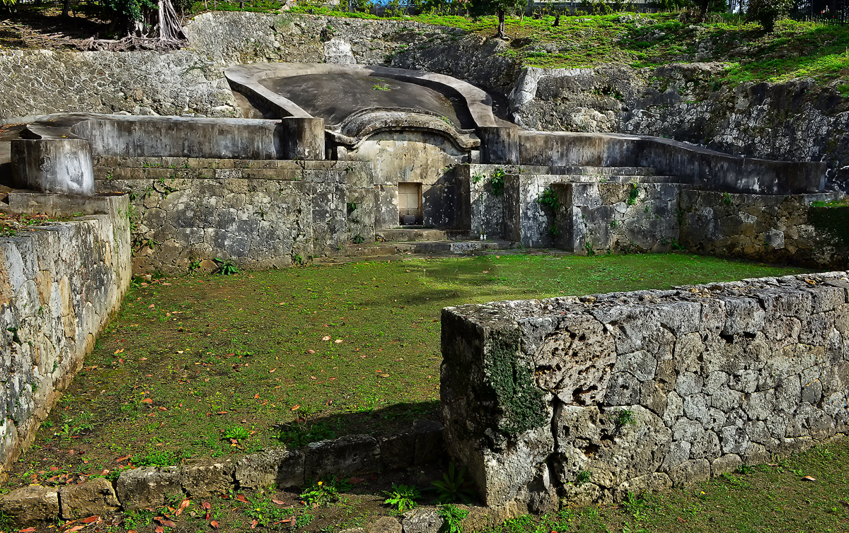 浦添御殿の墓