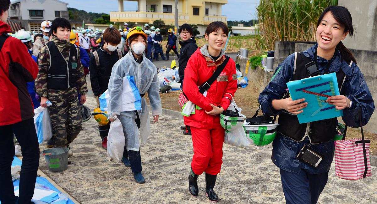 笑顔で活動に臨む学生たち。彼らの存在も、守ってくれたのかもしれない