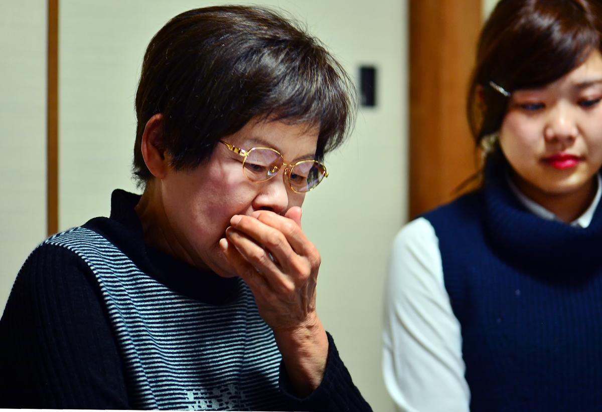 学生たちからの報告に涙する慶子さん