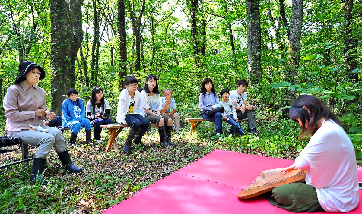 白神・十二湖の森で開いたライアーの演奏会