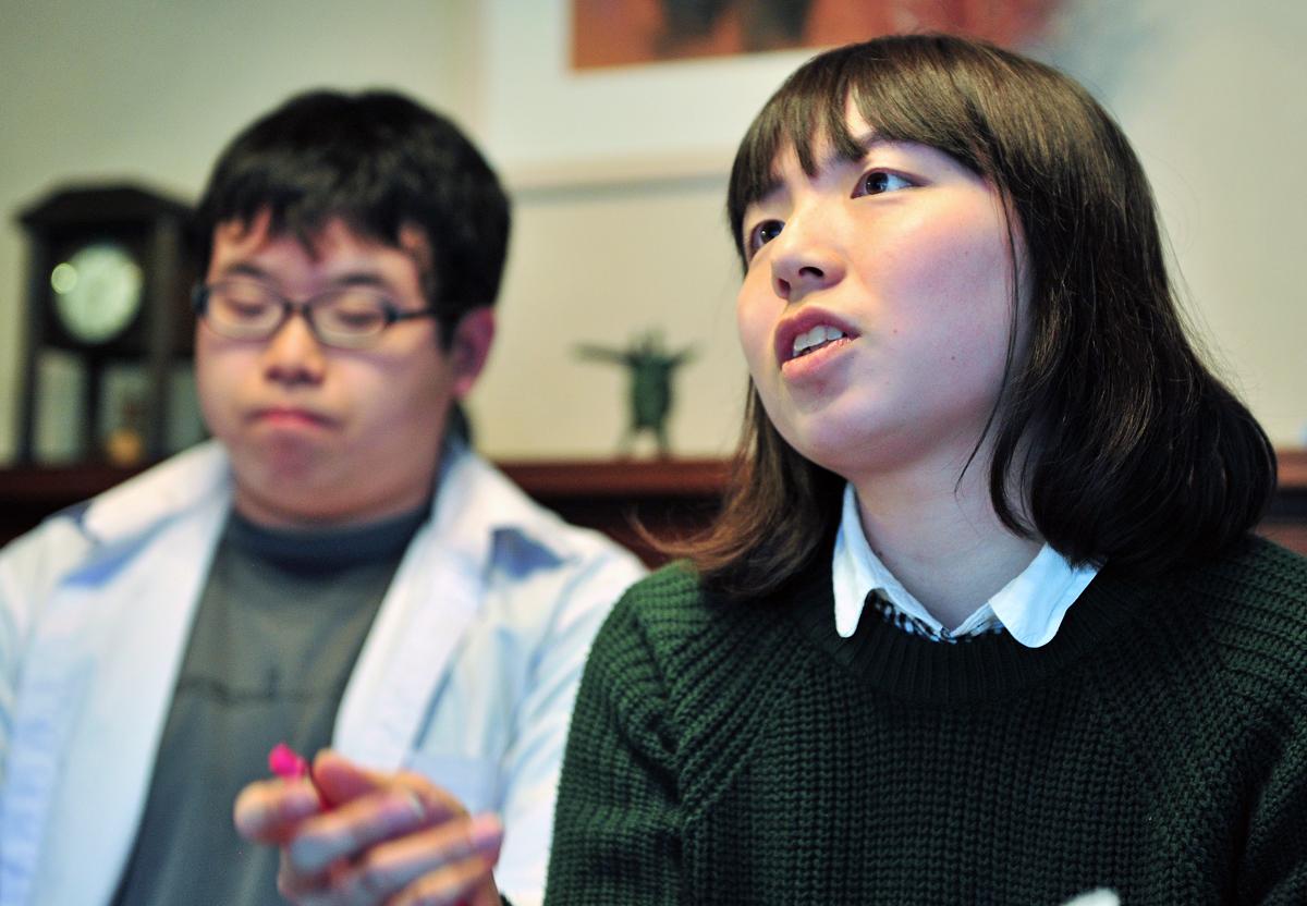 質問するIVUSAとJYMAの学生