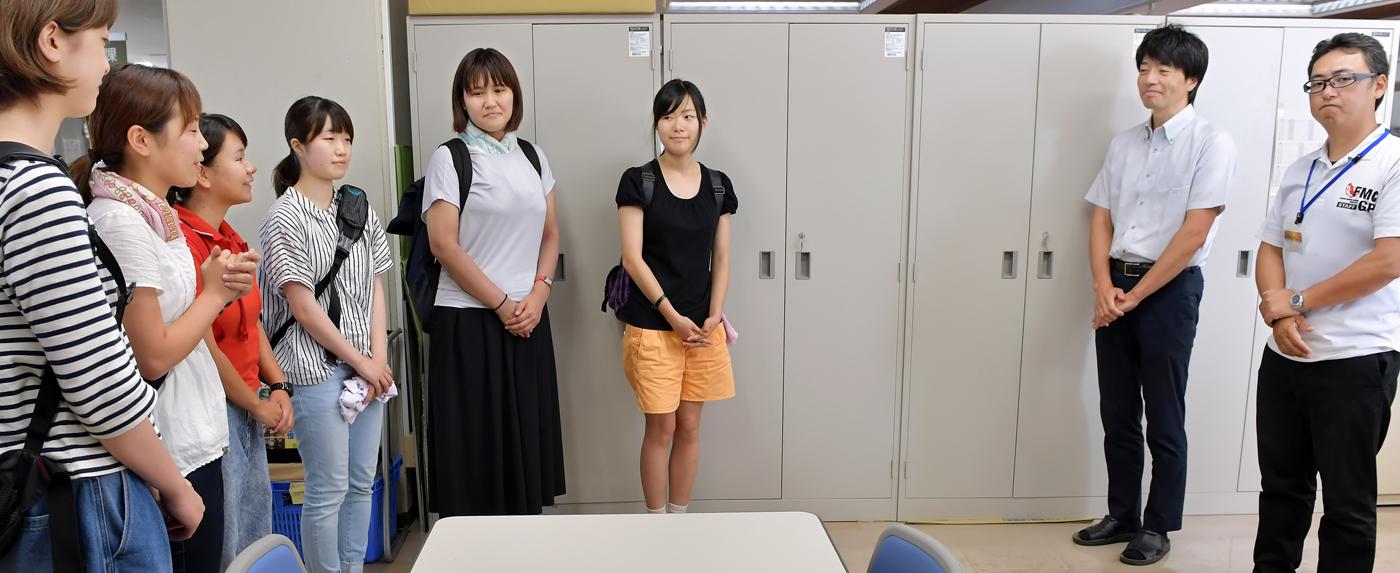 総合戦略課の松沢課長と新岡さんに着任の挨拶